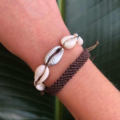 Handmade Shell Bracelet Set in Cocoa