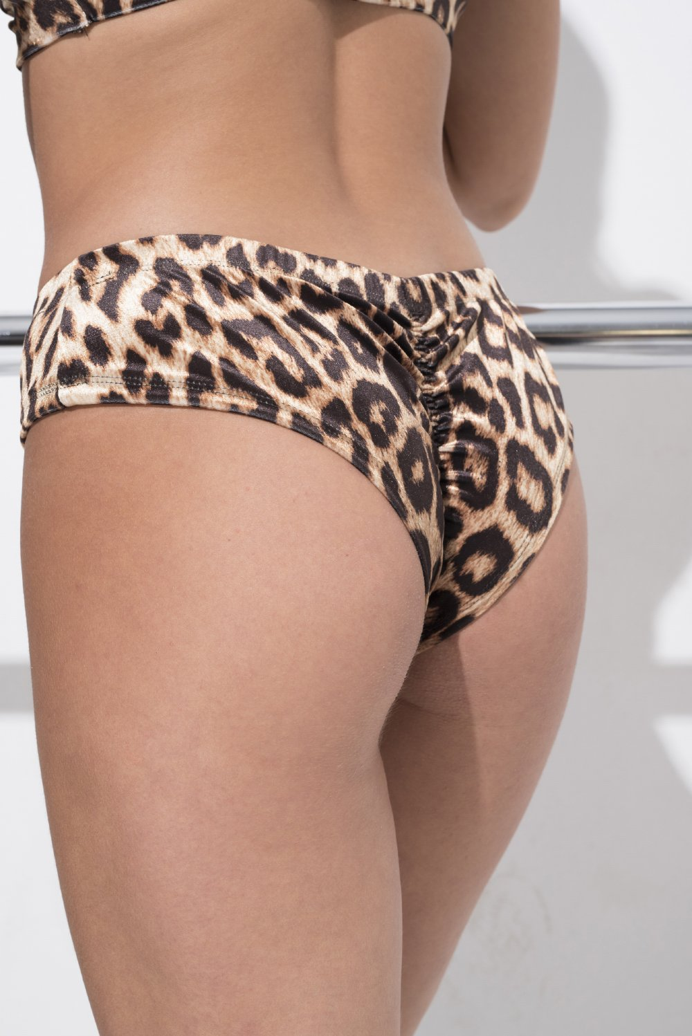 RAD Peru Leopard Velvet Bottom