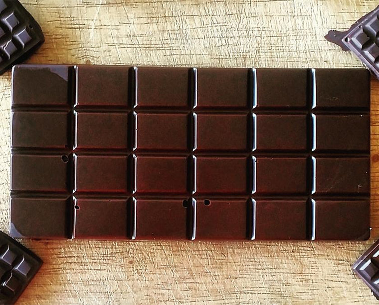 HNINA Organic Fairtrade Raw Dark Chocolate Bars that are Free of sugar, emulsifier, dairy, preservatives