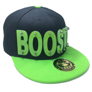 BOOSTIO HAT IN BLACK WITH GREEN BRIM