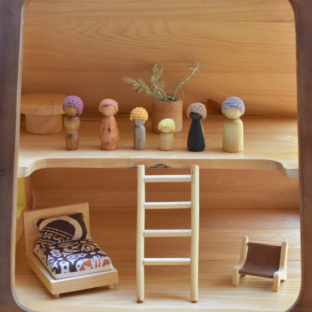 wooden peg dolls kinsfolk