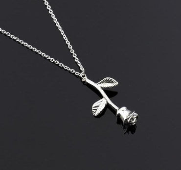 Attractive Rose Necklace