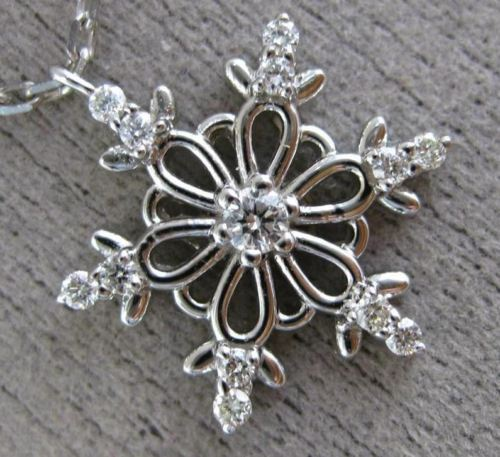 ESTATE .16CT DIAMOND 14KT WHITE GOLD 3D SNOWFLAKE FLOATING LOVE PENDANT