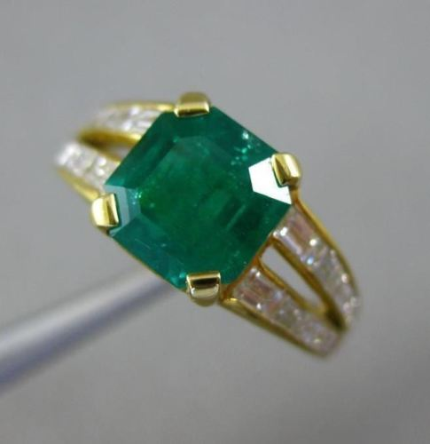 ESTATE WIDE 3.50CT DIAMOND & COLOMBIAN EMERALD 18KT YELLOW GOLD ENGAGEMENT RING