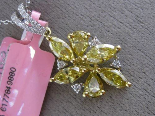 LARGE GIA 2.29CT WHITE & FANCY YELLOW DIAMOND 18KT TWO TONE GOLD FLOWER PENDANT