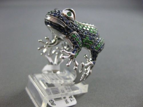 ESTATE WIDE 4.47CTW SAPPHIRE & EMERALD 18KT WHITE GOLD LARGE FROG FUN RING