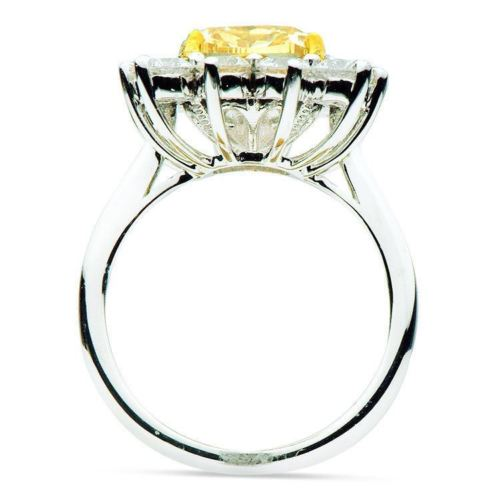 ESTATE LARGE 5.84CT WHITE & FANCY YELLOW DIAMOND 18KT WHITE GOLD ENGAGEMENT RING