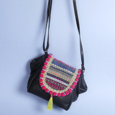 Pleated Sling Bag: Black