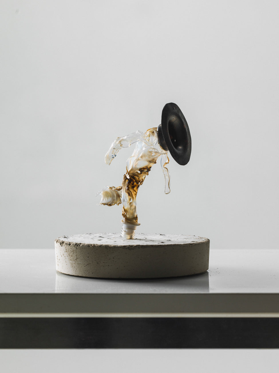 Movement sculptures - Running Black Hole