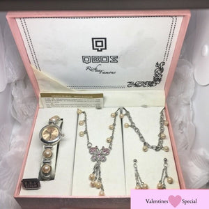 "A QBOS ""Rich and Famous"" Pearl Jewellery Gift Set, RRP $249"