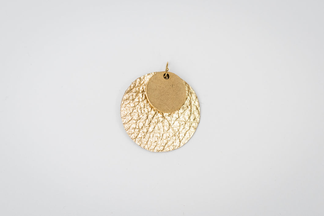 gold_medallion_earring_gold_