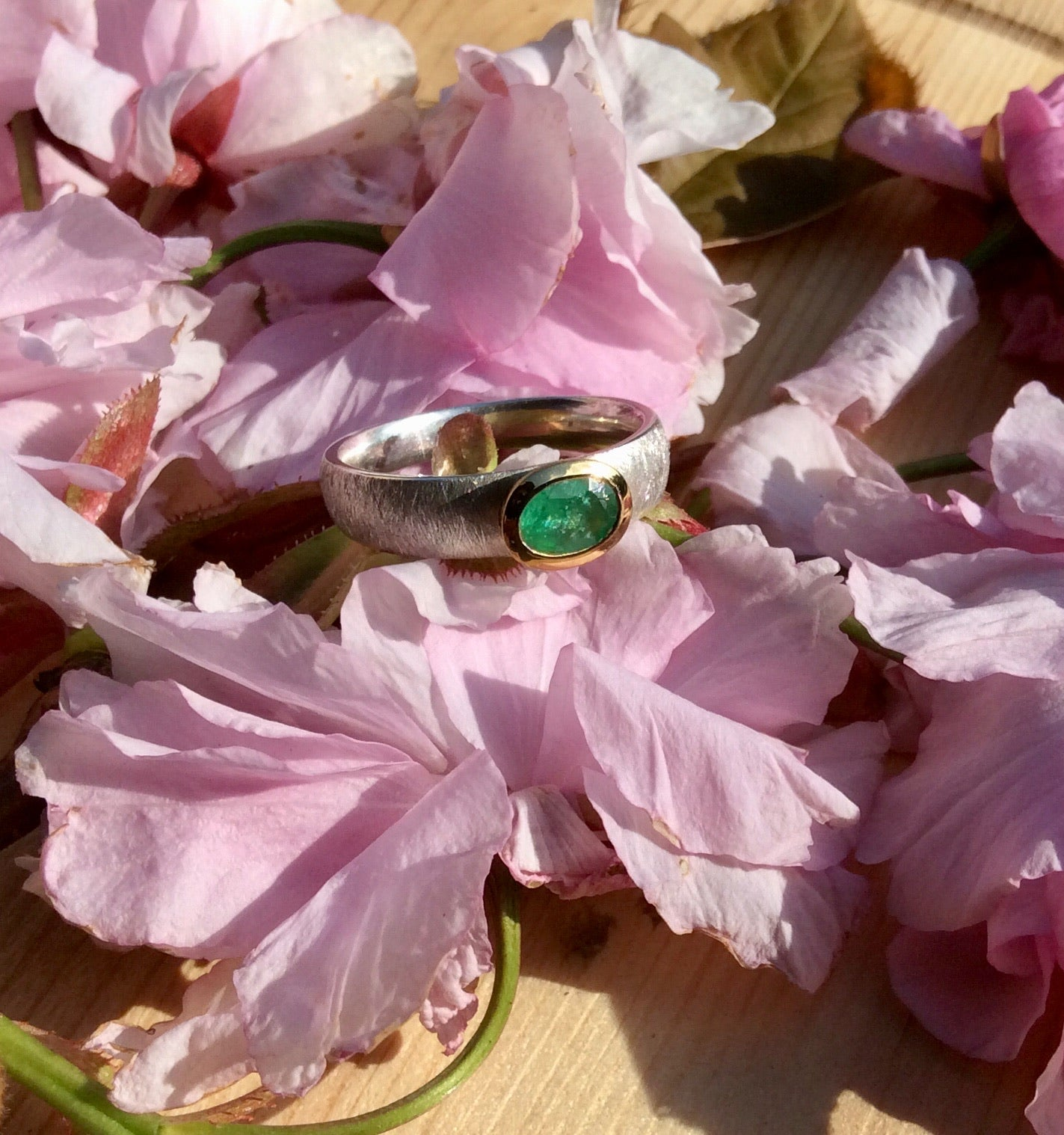 Emerald ring oval