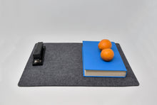Load image into Gallery viewer, Premium Felt Placemats