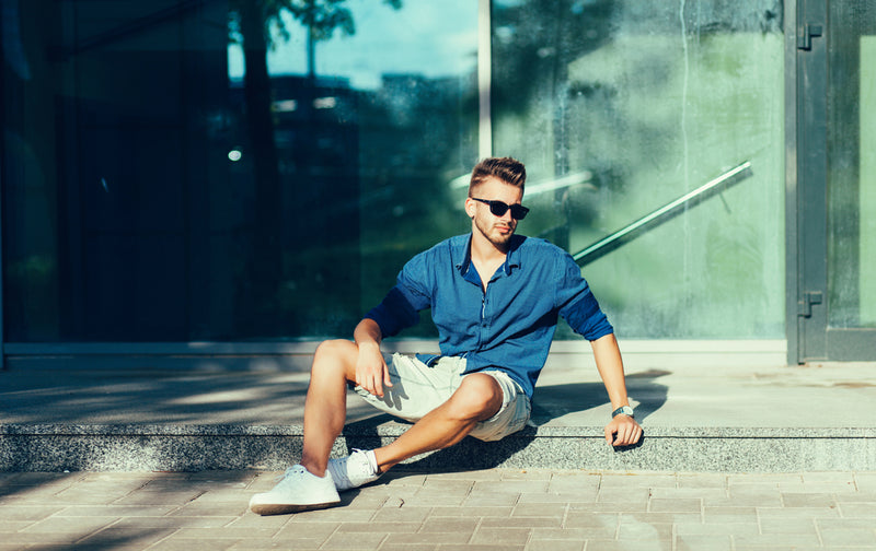 wearings shorts above the knee is one summer trend in mens fashion