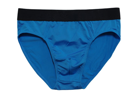 Are you deciding between men's briefs, boxers or boxer briefs? Here are the differences.