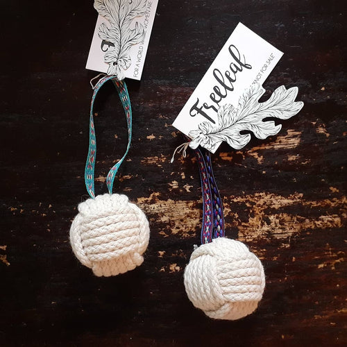 Freeleaf Knot Ornaments