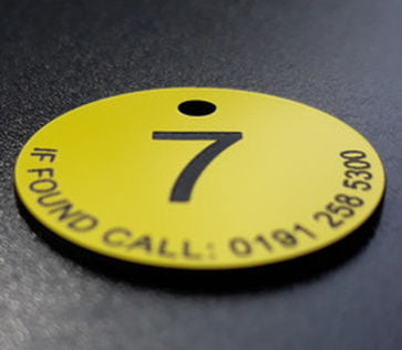 plastic numbers, laminate numbers, plastic discs, plastic numbered discs, numbered discs, table numbers, door numbers, keyrings,