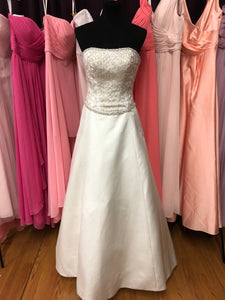 Allure Size 6 Ivory Bead Wedding Dress