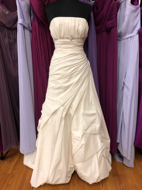 Alma Novia Size 10 Ivory Ruching Bead Rhinestone Wedding Dress