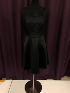 B2 Size 12 Black Lace Bow NEW Formal Dress
