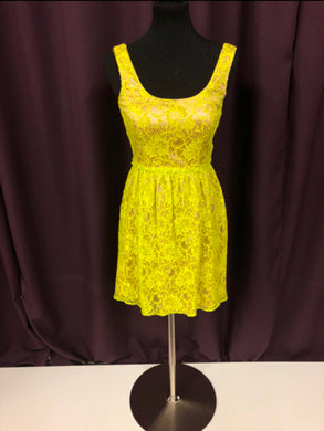Jovani Size 0 Yellow Lace Formal Dress