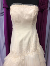 White by Vera Wang Size 6 Ivory Lace Ruffle Wedding Dress