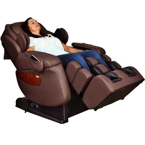 Woman reclined in Luraco i7 Plus Brown