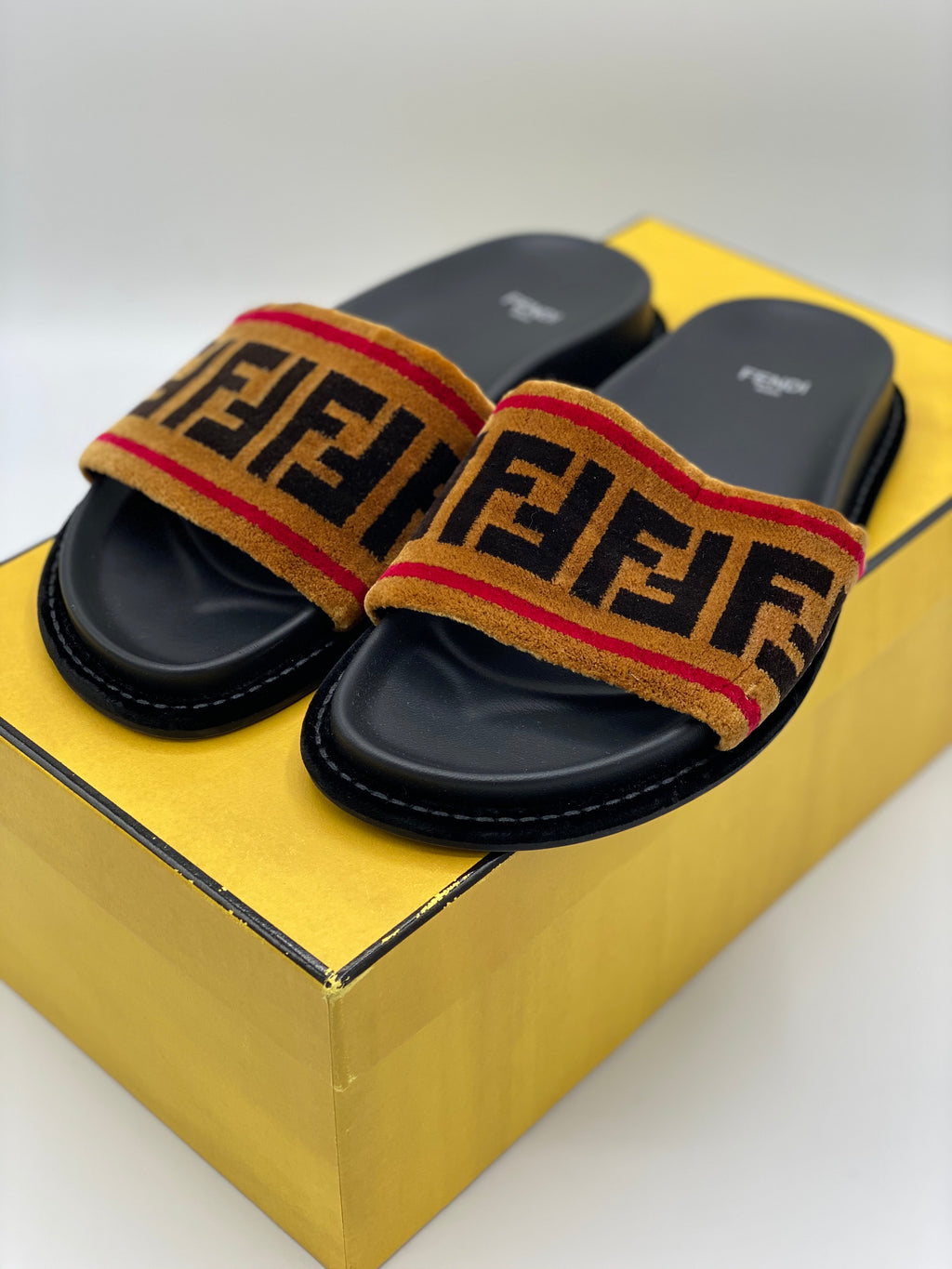 Zapatillas Fendi Fur (37.5)