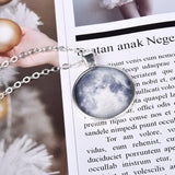 Collier Lune lumineuse