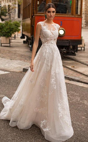 Elegant Lace Bridal Gown