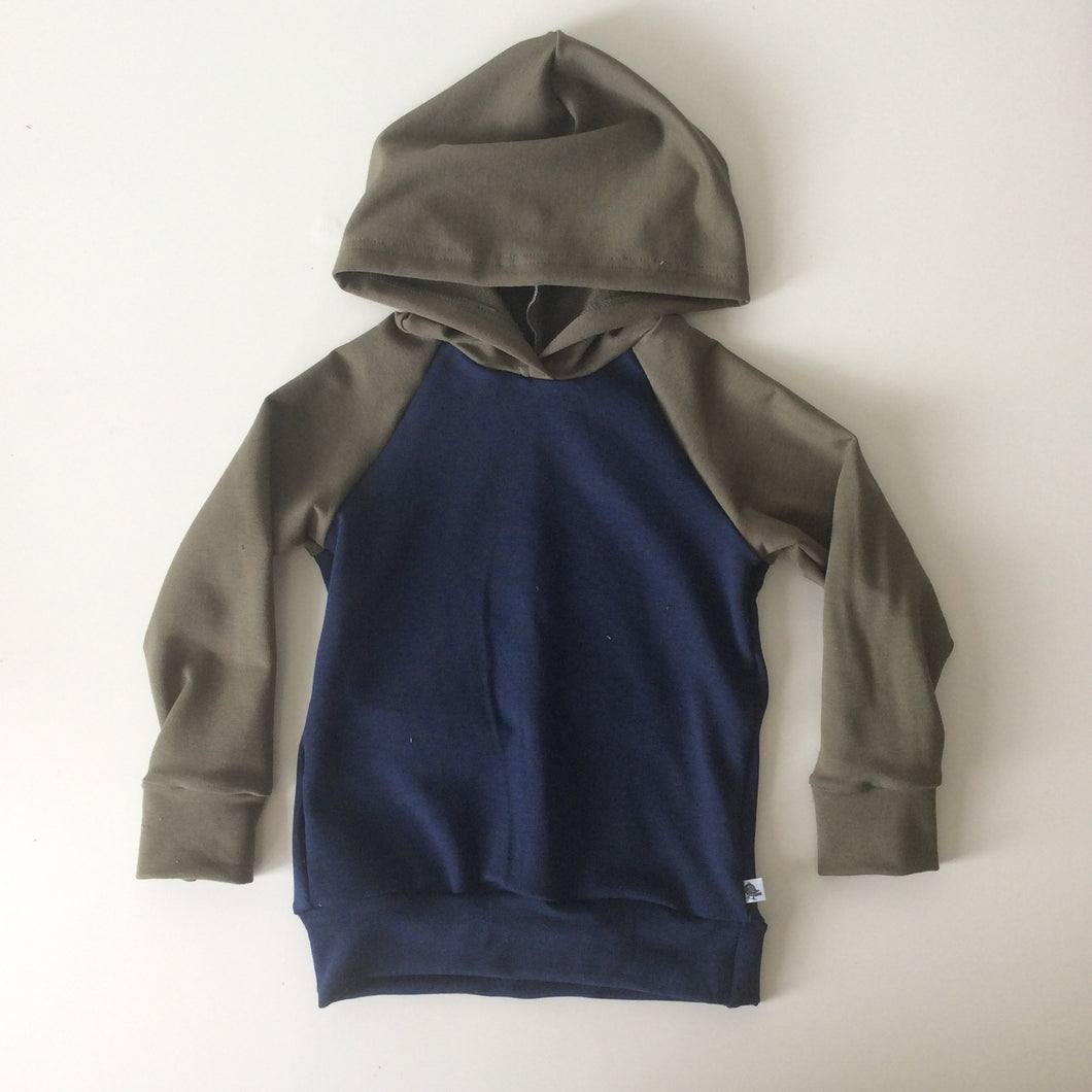 Strummer Hoodie in Olive and Navy