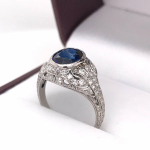 ART DECO SAPPHIRE AND DIAMOND PLATINUM RING