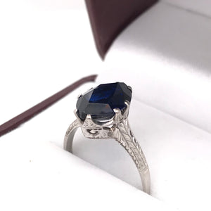 SYNTHETIC SAPPHIRE IN EDWARDIAN SETTING RING