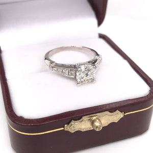 1.03 CARAT DIAMOND SOLITAIRE STYLE RING