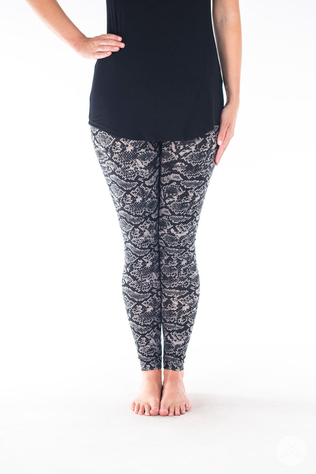Black Mamba Petite leggings - SweetLegs