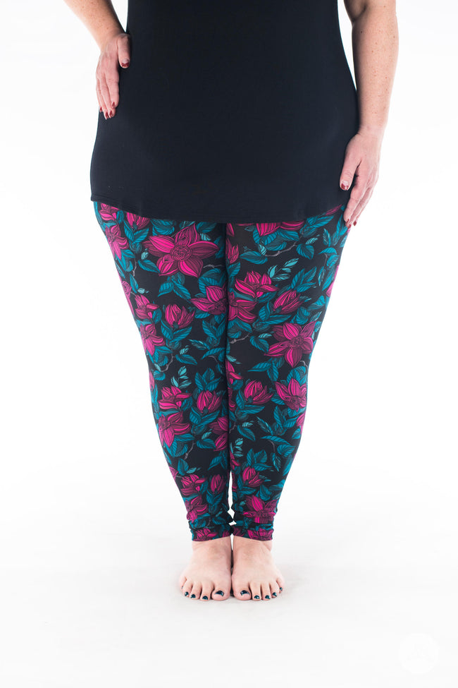 Winter Petals Plus leggings - SweetLegs
