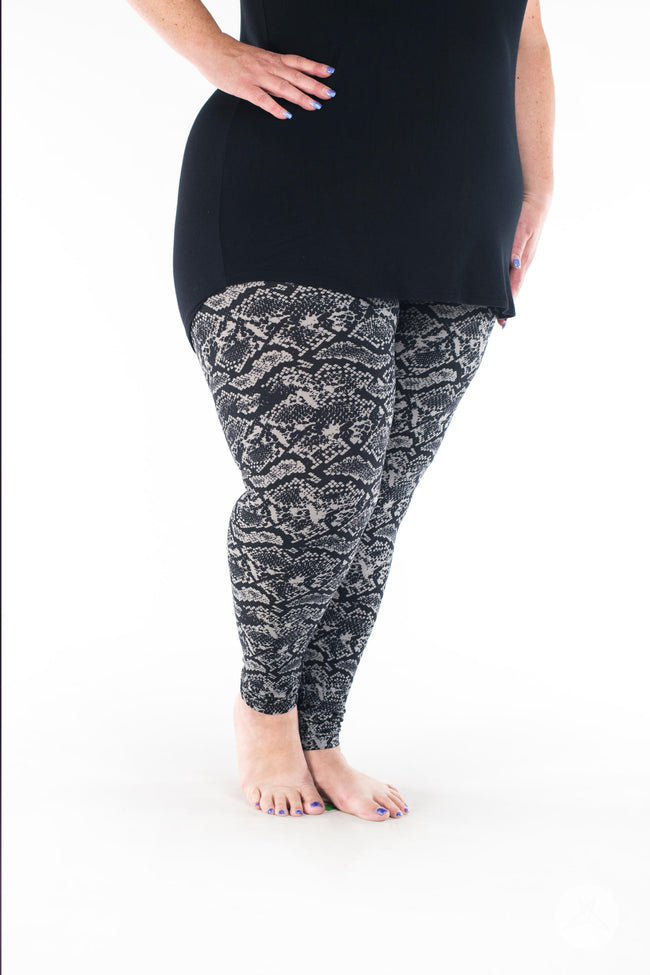 Black Mamba Plus leggings - SweetLegs