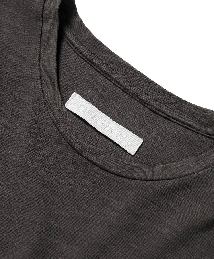 outerknown tee black detail 1