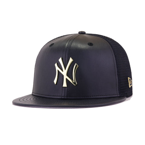 New York Yankees Navy Leather Gold Metal Badge Trucker New Era 9Fifty Snapback