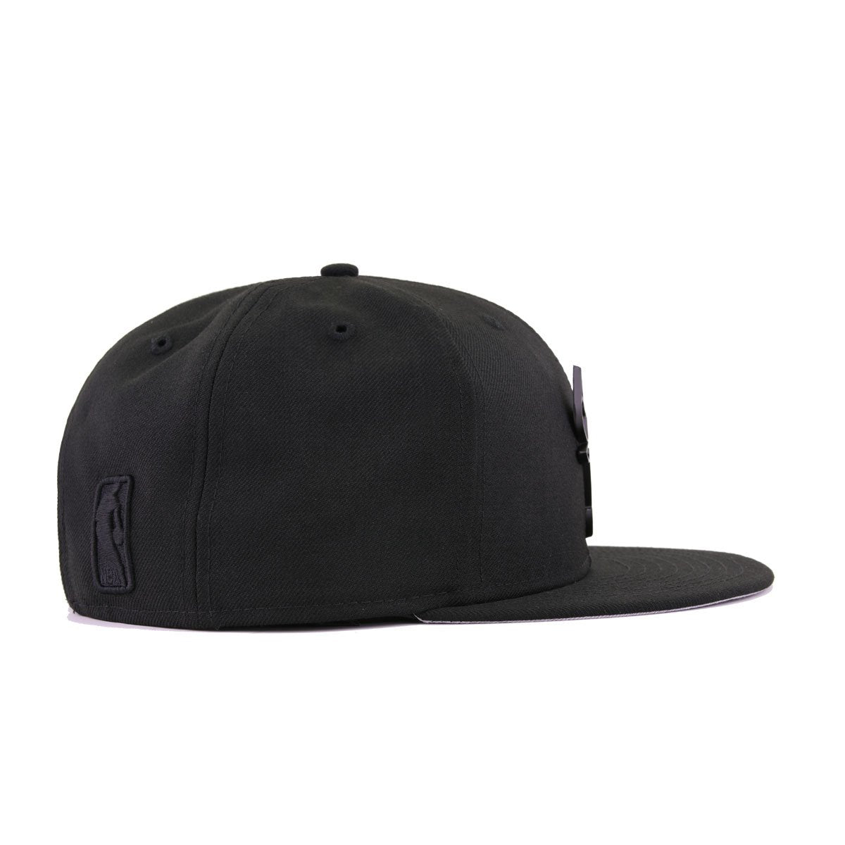 Chicago Bulls Black Matte Black Metal Badge New Era 9Fifty Snapback