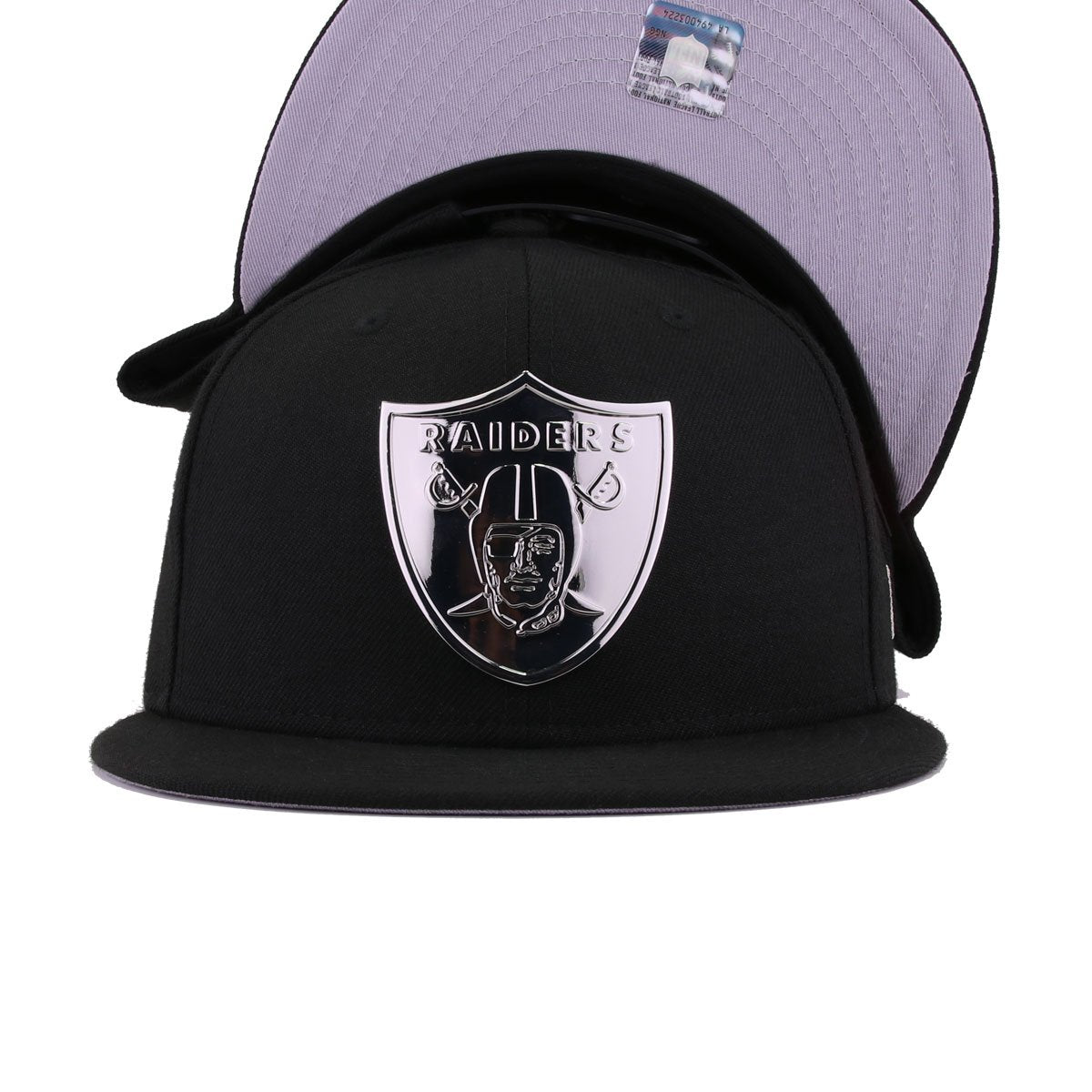 Oakland Raiders Black Silver Metal Badge New Era 9Fifty Snapback