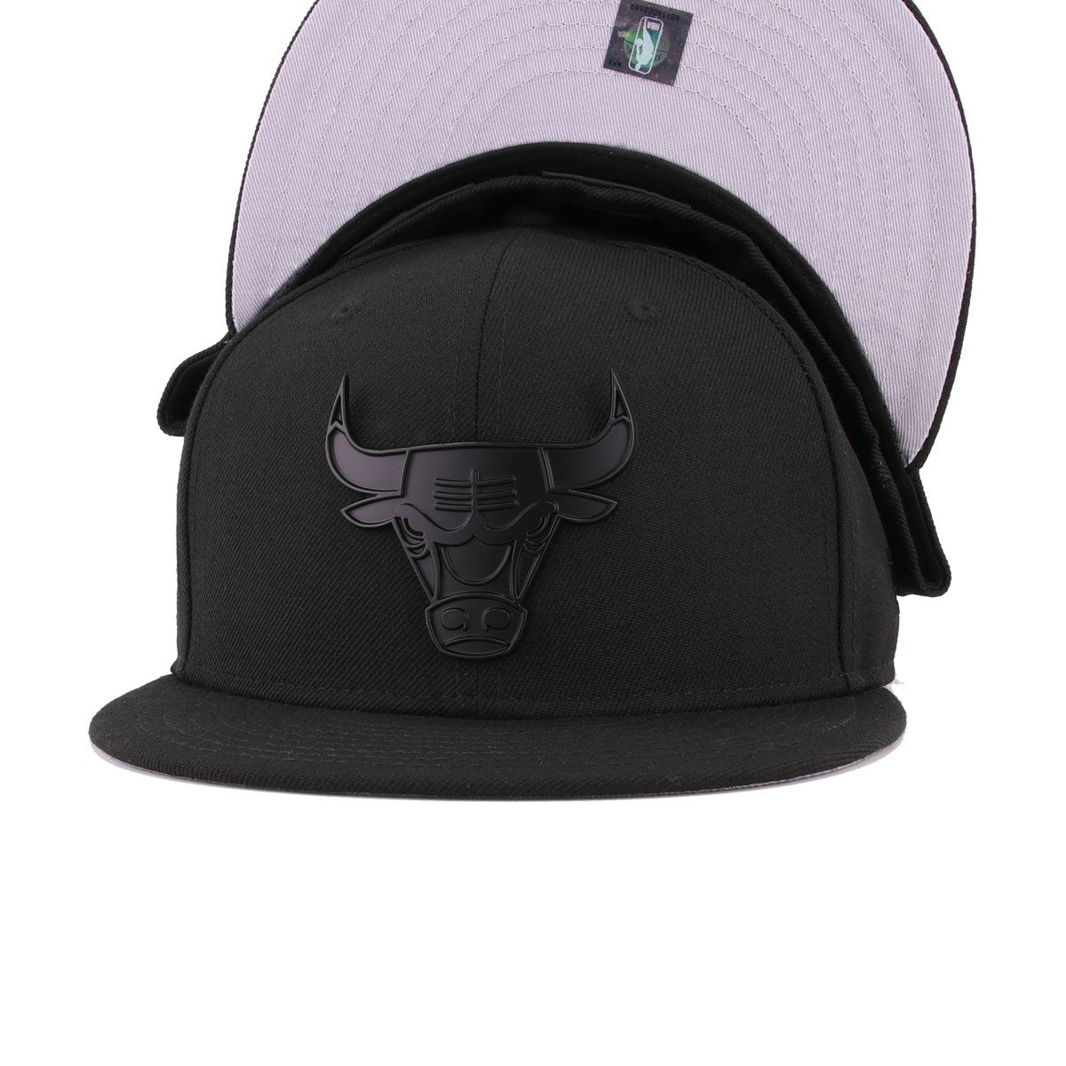 Chicago Bulls Black Black Metal Badge New Era 59Fifty Fitted