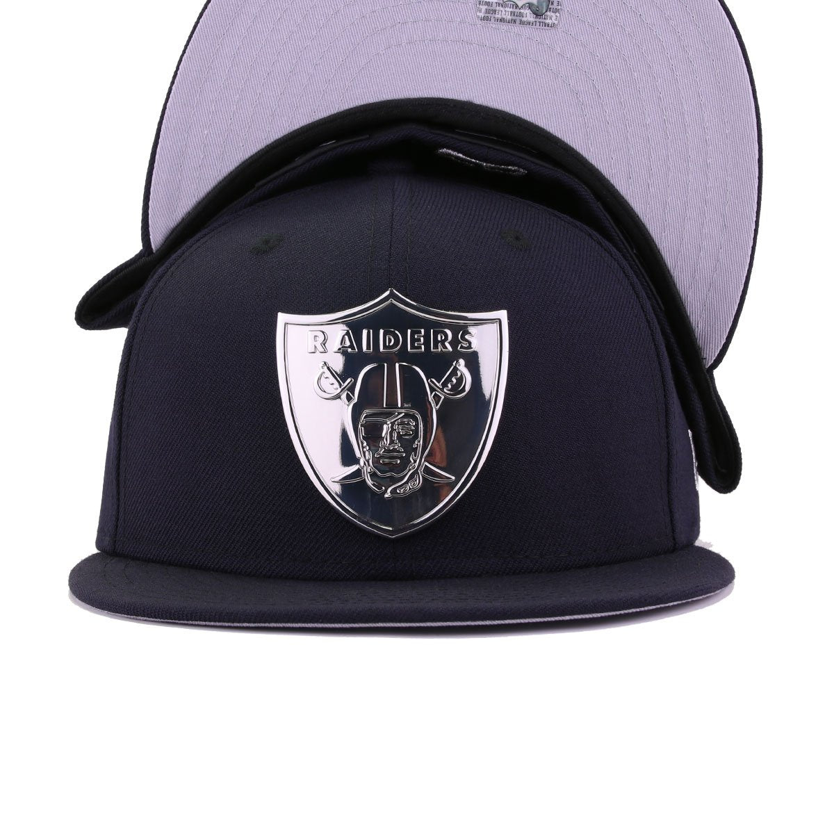 Las Vegas Raiders Navy Silver Metal Badge New Era 59Fifty Fitted