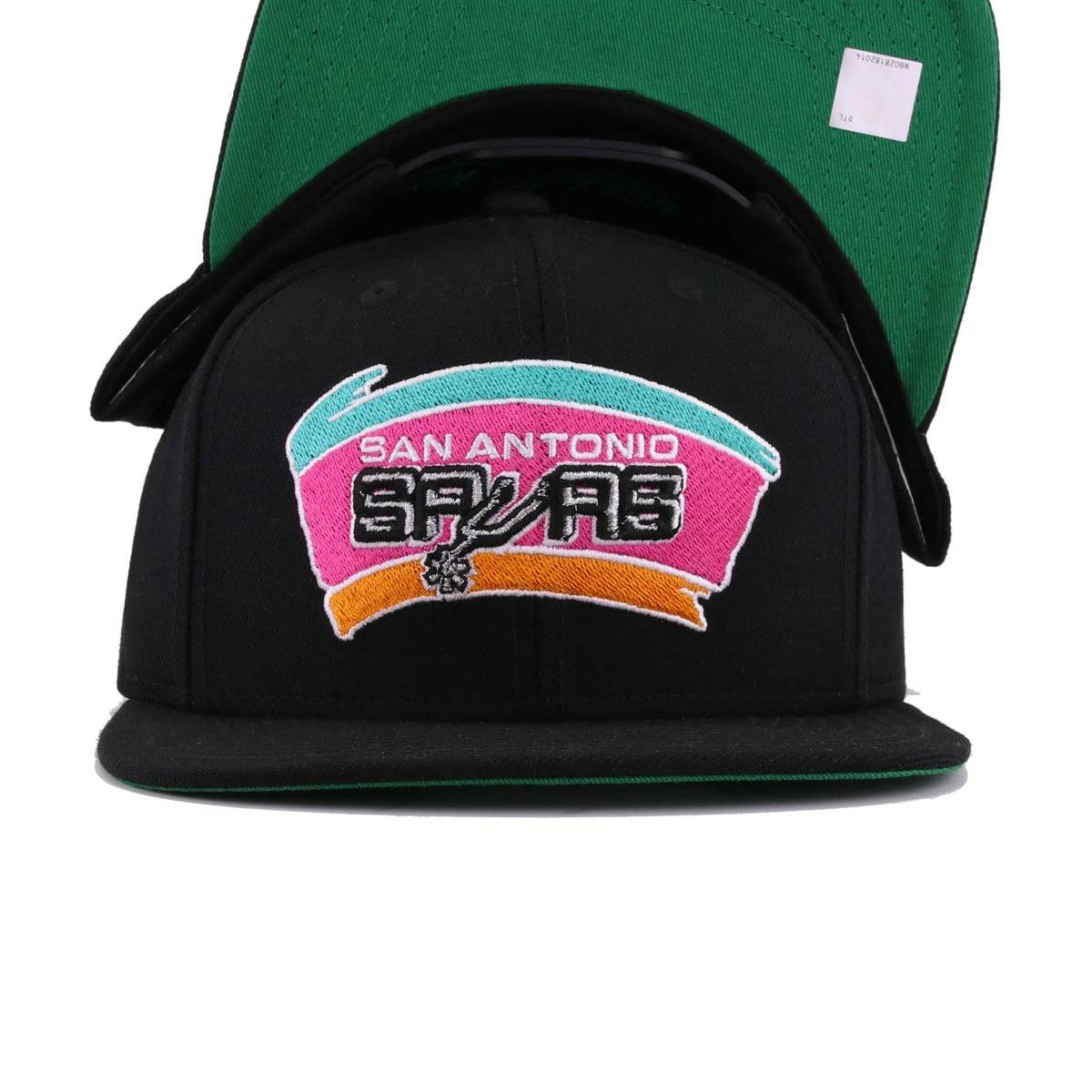 b878db9c7c7 San Antonio Spurs Black Hardwood Classic Mitchell and Ness Snapback