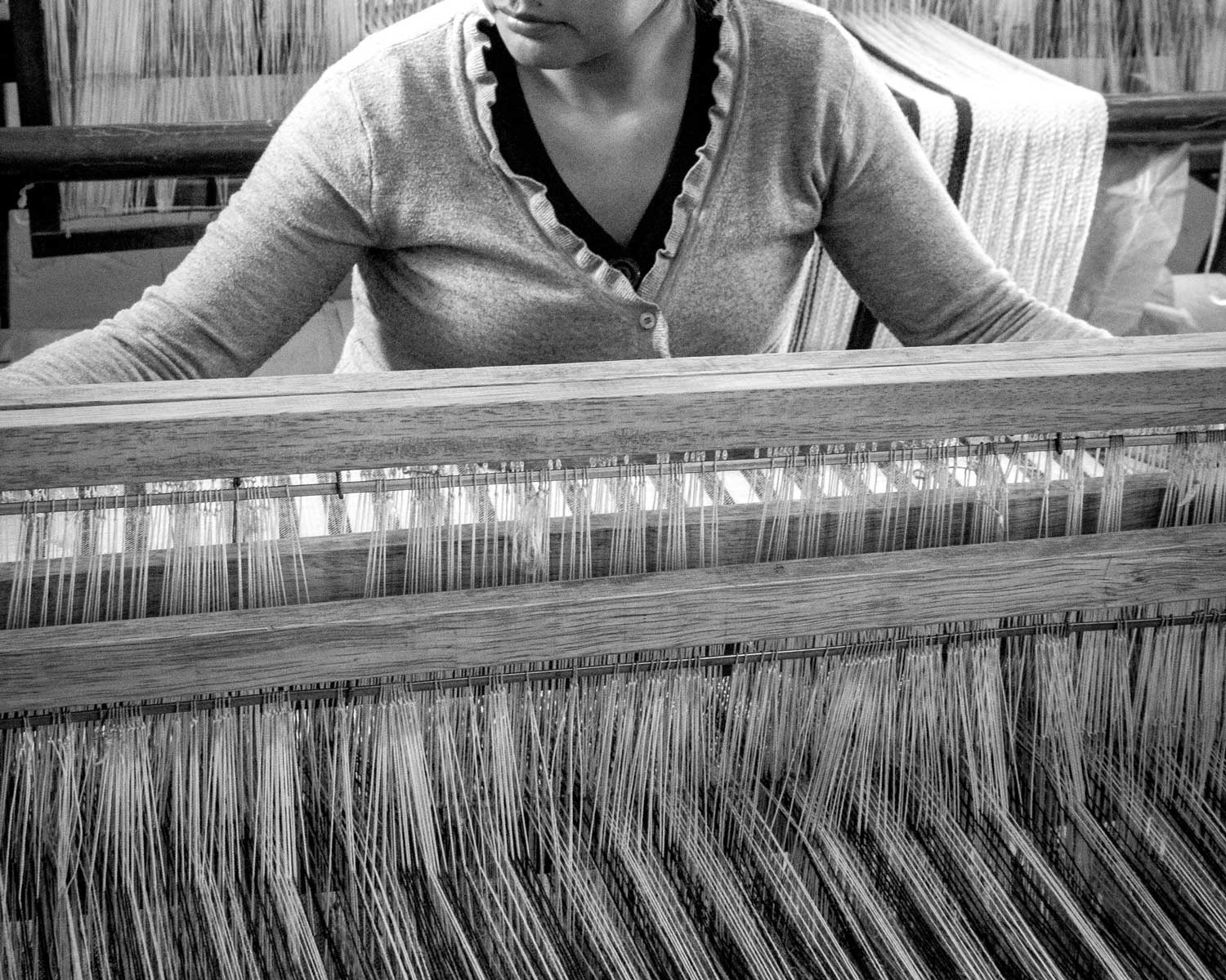 Artisan at loom in Peru | Fair trade fashion by Indigenous