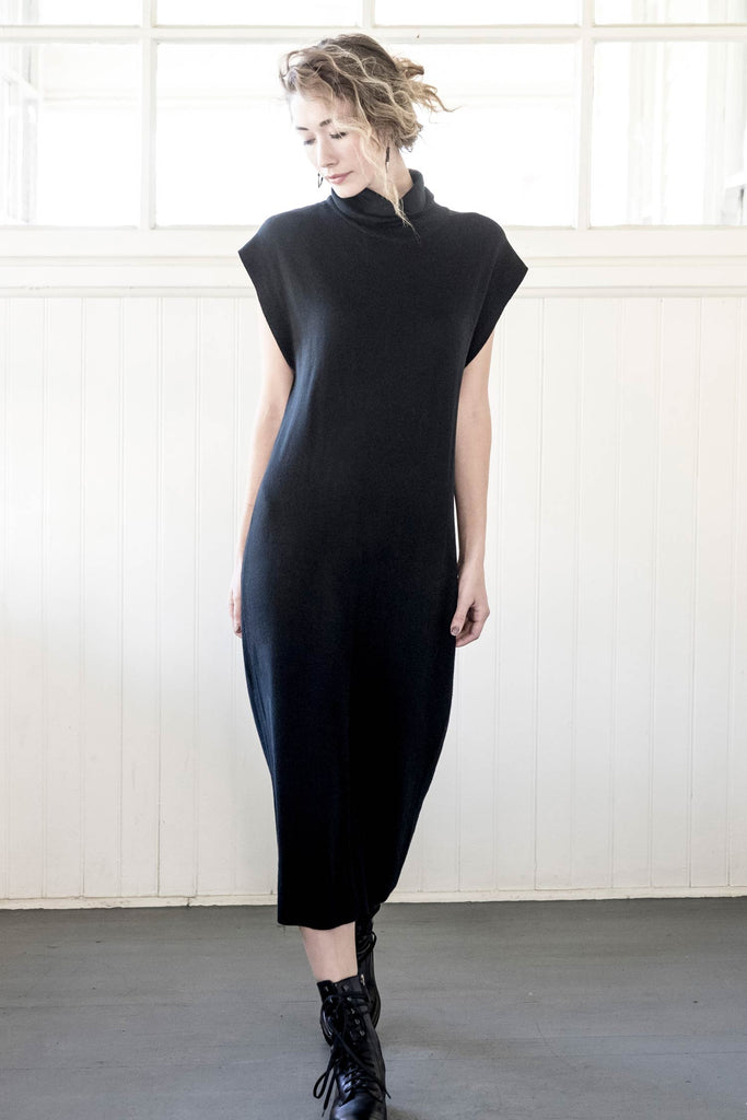womens cap sleeve knit dress in black