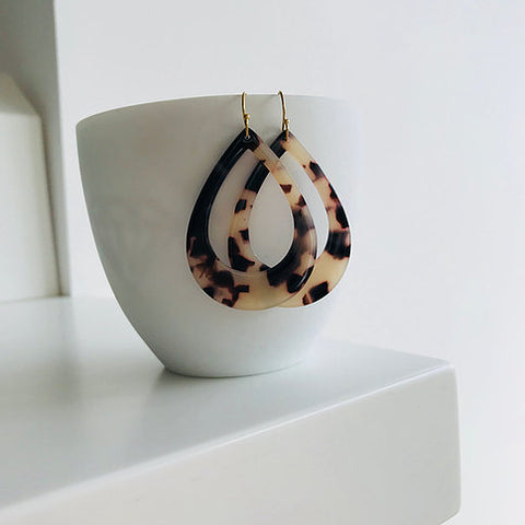Twigg Grande Tear Tortoiseshell Earrings - Light
