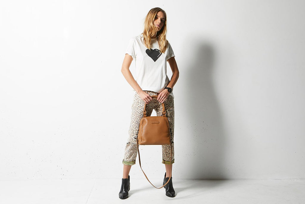 NEW Status Anxiety Status Anxiety WOMENS LAST MOUNTAINS LEATHER BAG TAN