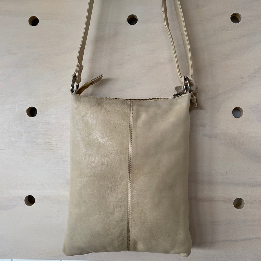 leather bag dusty sand Wendy