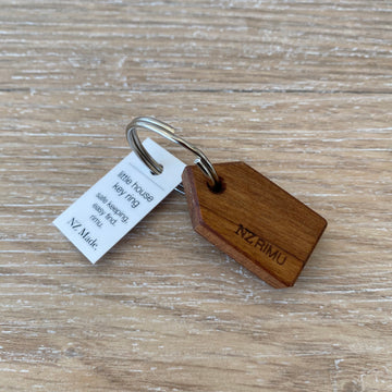 Rimu House Keyring - Natural